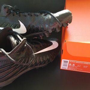 Nike Alpha Menace Varsity Mid Cleats